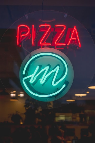How to tell whether your favorite pizza restaurant is Sam's Pizza or Sam's Italian Deli